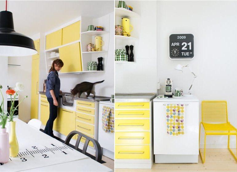 Gul og hvit kjøkken