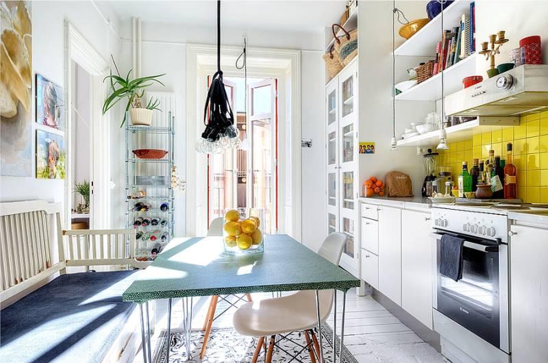 Gul forkle i kjøkkenets indre