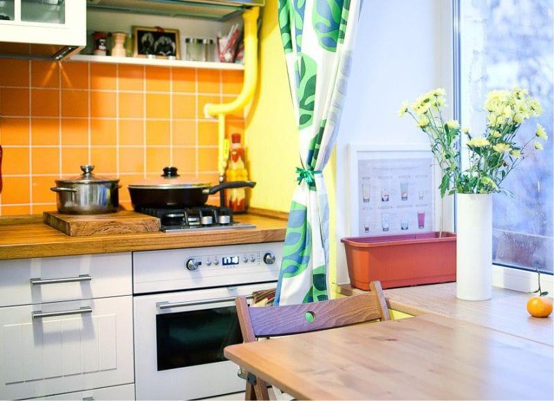 Gul og grønn farge i kjøkkenets indre