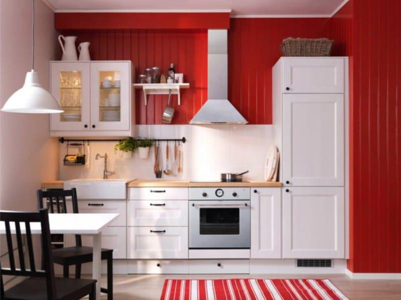 Kiemelkedő fal a konyhában