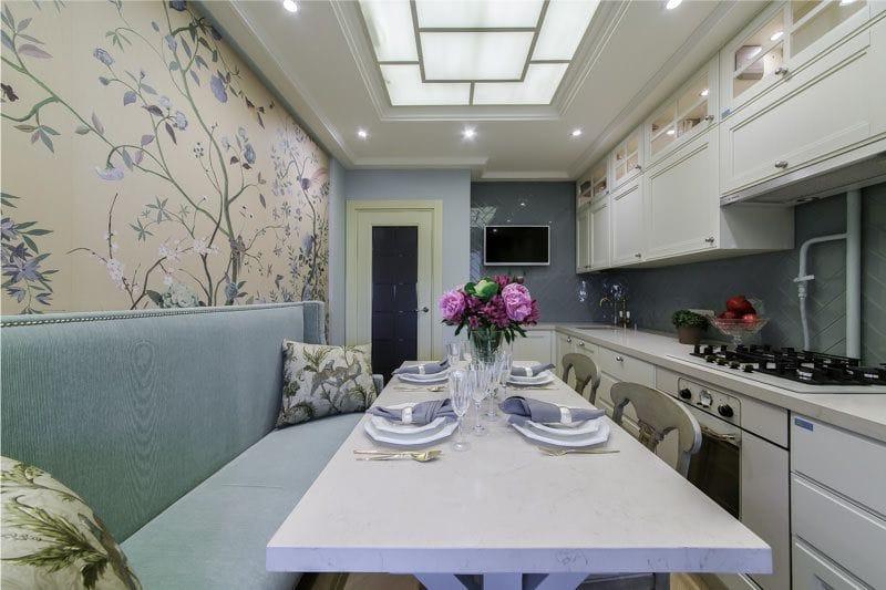 Kék és bézs színű a konyha belsejében
