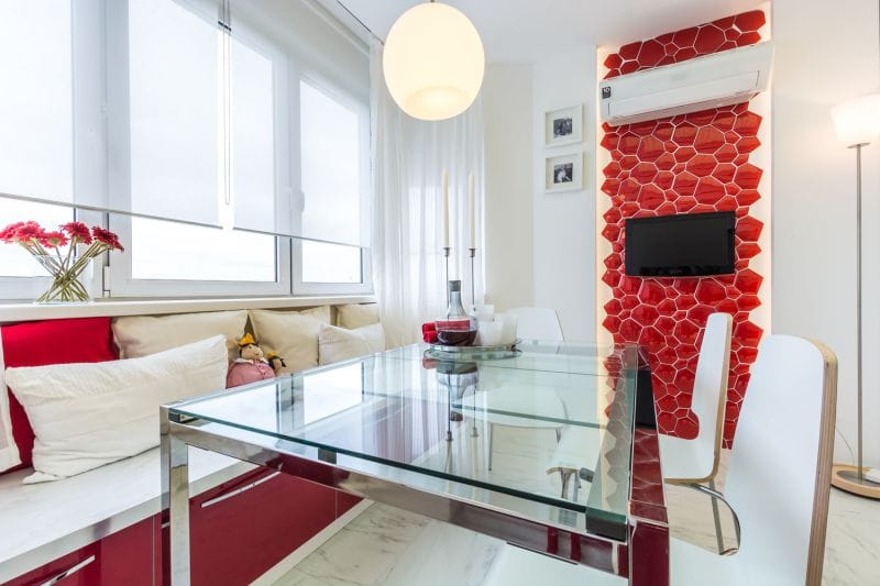 Belső vörös-fehér konyha