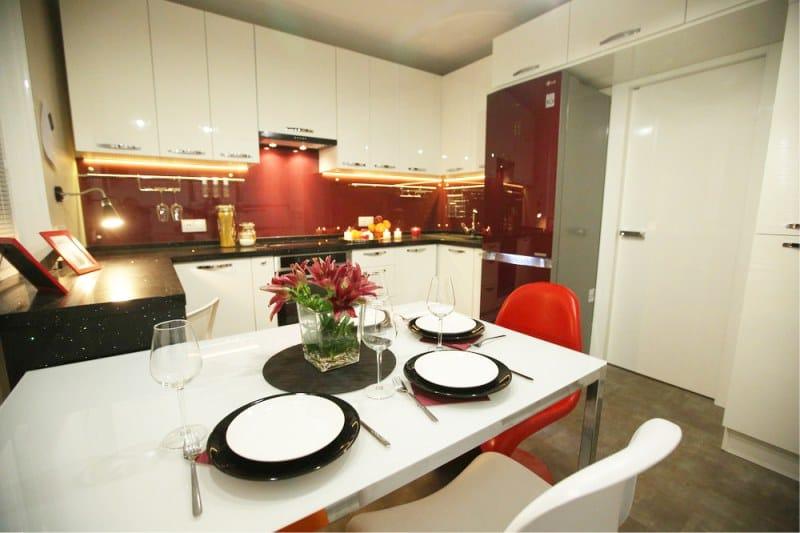 Vörös és fehér konyha