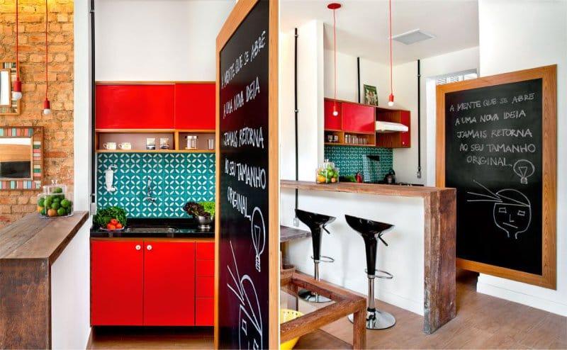 Kis piros konyha a belső térben