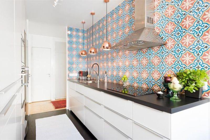 รูปแบบห้องครัวแบบขนานโดยไม่มีตู้ด้านบน