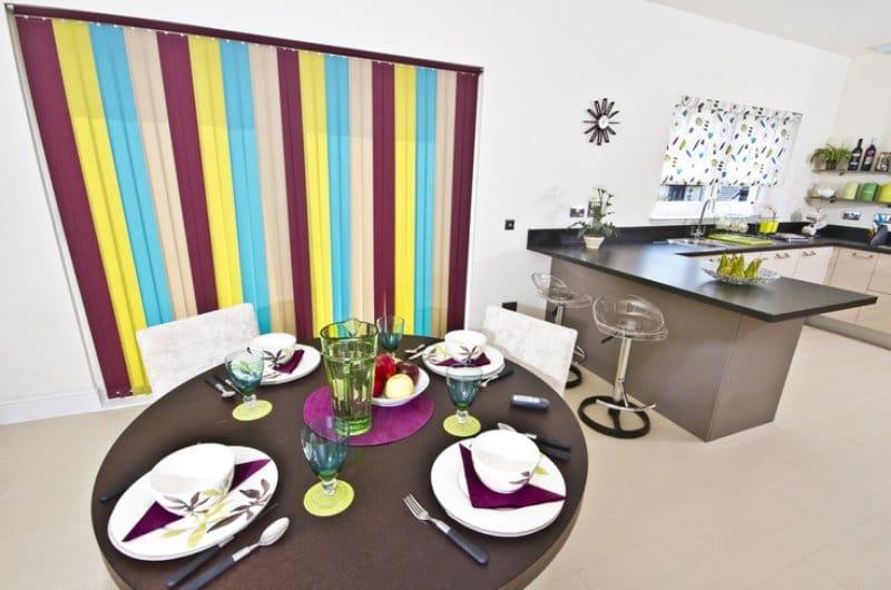 תריסים בצבע רב הפנים של המטבח