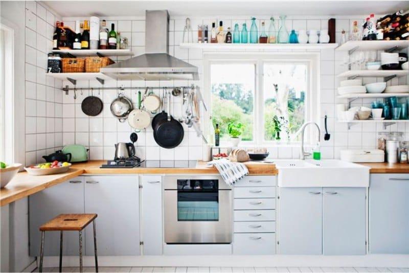 รางในห้องครัวที่ไม่มีตู้ติดผนัง