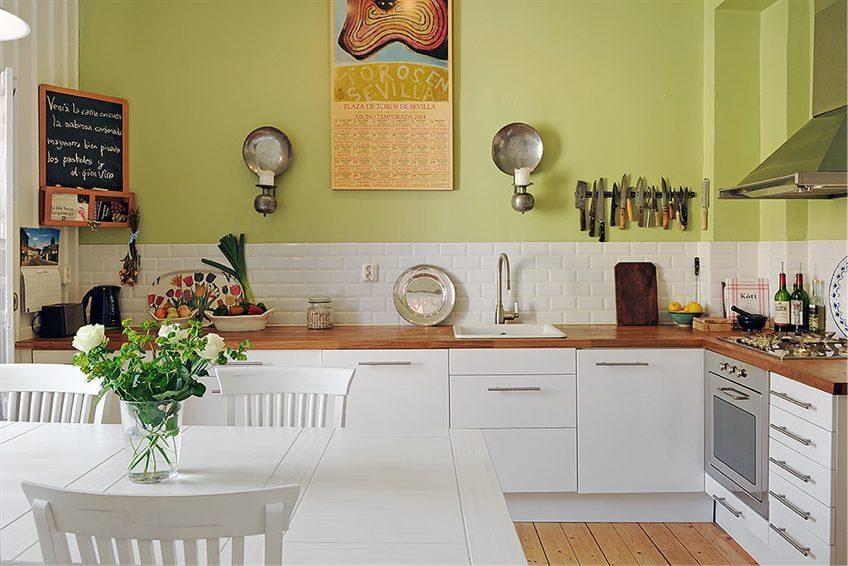 มุมห้องครัวที่ไม่มีตู้ด้านบน