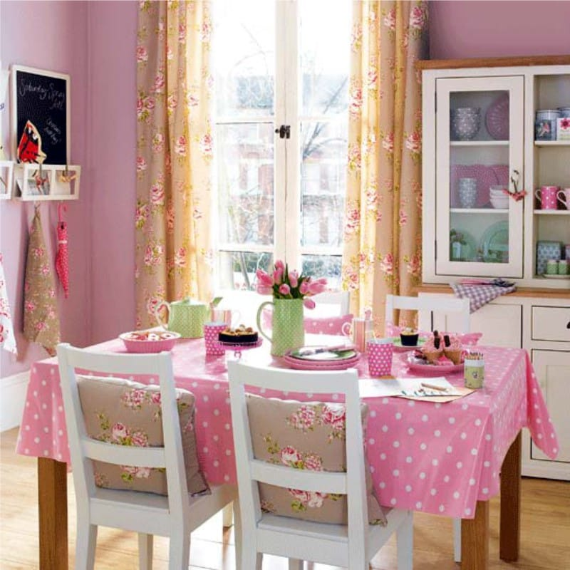 Rózsaszín bézs konyha