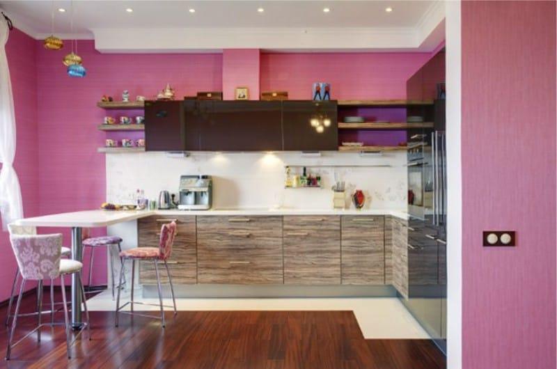 Rózsaszín és barna konyha