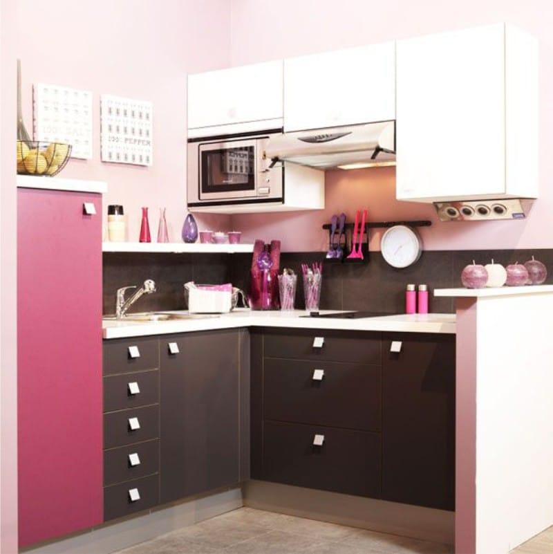 Fekete és rózsaszín konyha
