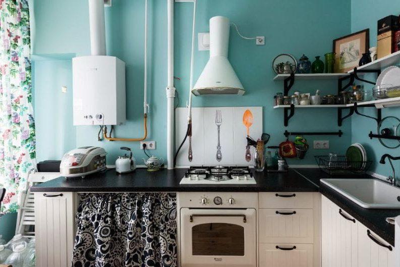Fekete és kék szín a konyha belsejében Provence stílusában
