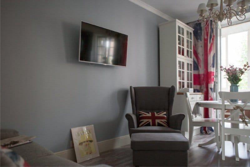 L'intérieur de la cuisine à l'anglaise et les rideaux en forme de drapeau britannique