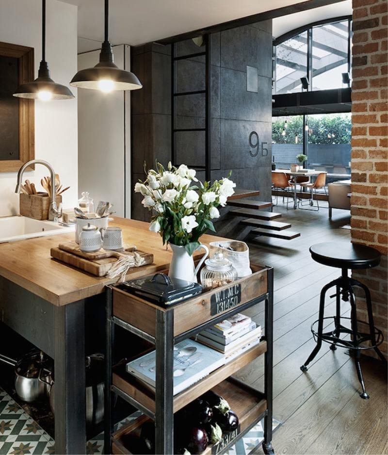 L'intérieur d'une petite cuisine de style loft