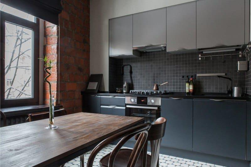 Mur de briques à l'intérieur d'une cuisine de style loft
