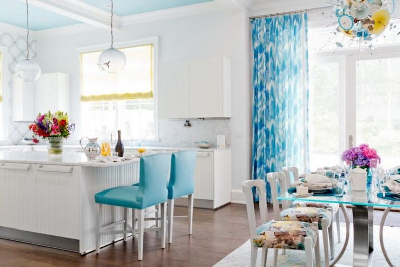 Kék mennyezeti konyha