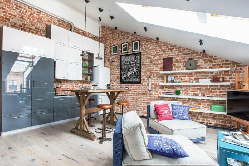 Cuisine de style loft dans le grenier