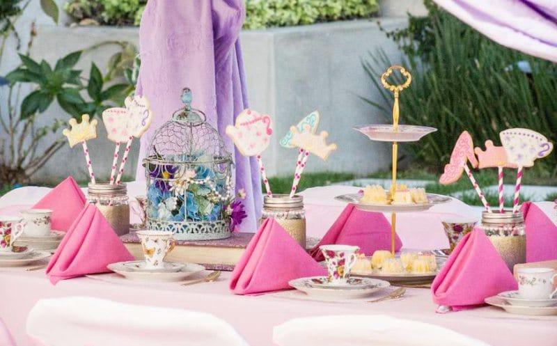 הגדרת שולחן חגיגית לילדים