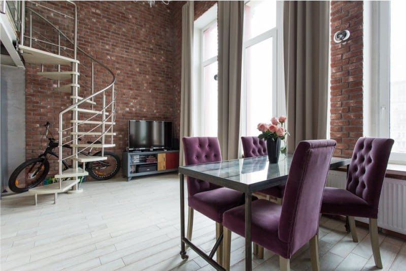 Mobilier moderne à l'intérieur d'une cuisine de style loft