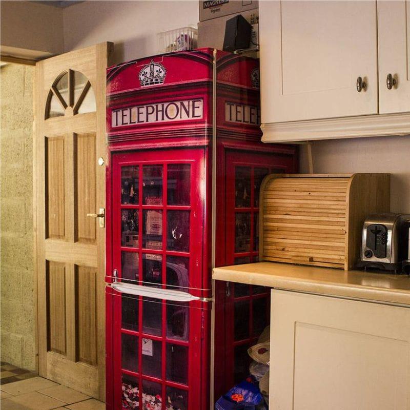 Réfrigérateur sous la forme d'une cabine téléphonique
