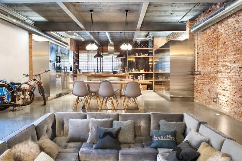 Cuisine et salon dans un espace de style loft