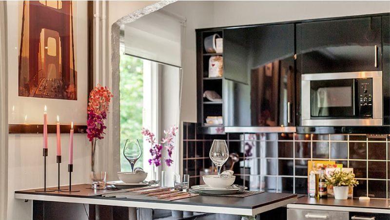 Englannin kaari keittiön olohuoneen sisätiloissa