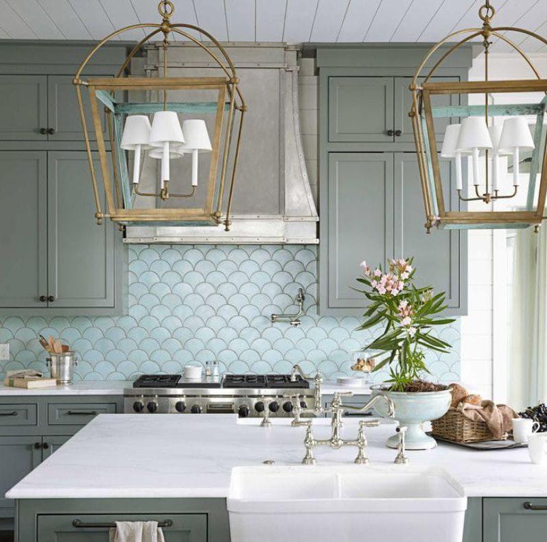 Tablier-balance à l'intérieur de la cuisine dans le style marin