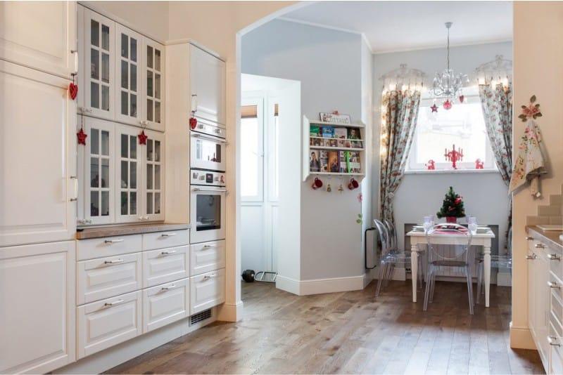 Luchkovaya ซุ้มประตูในการตกแต่งภายในของห้องครัว