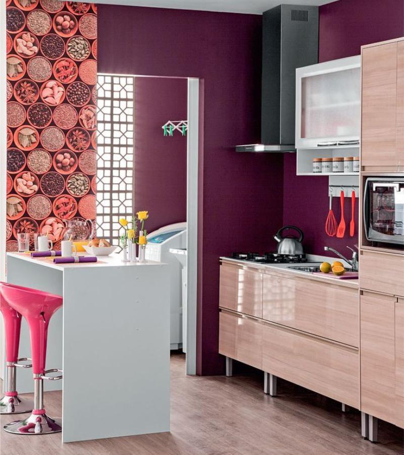 הקירות סגולים בפנים המטבח
