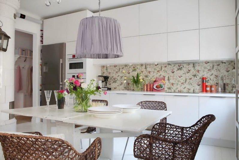Lampshade dapur lampu warna ungu di bahagian dalam dapur