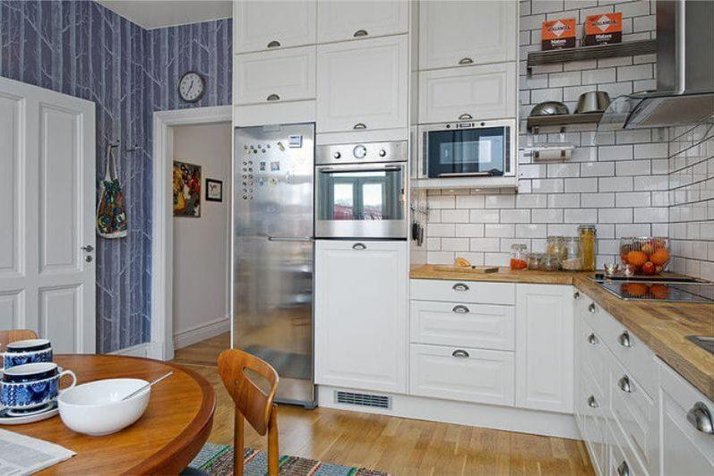 טפט כחול בפנים המטבח