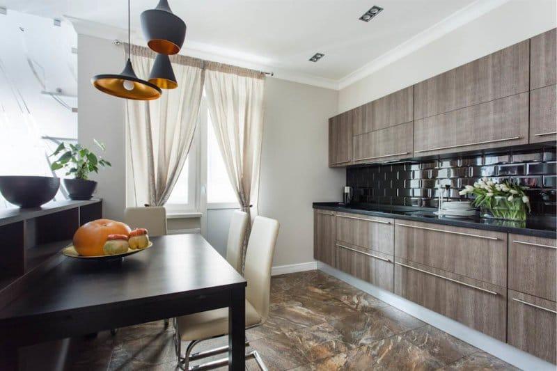 Podeaua de piatră brună din interiorul bucătăriei