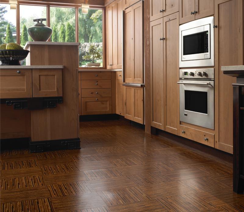 רצפת קורק בפנים המטבח בסגנון קלאסי