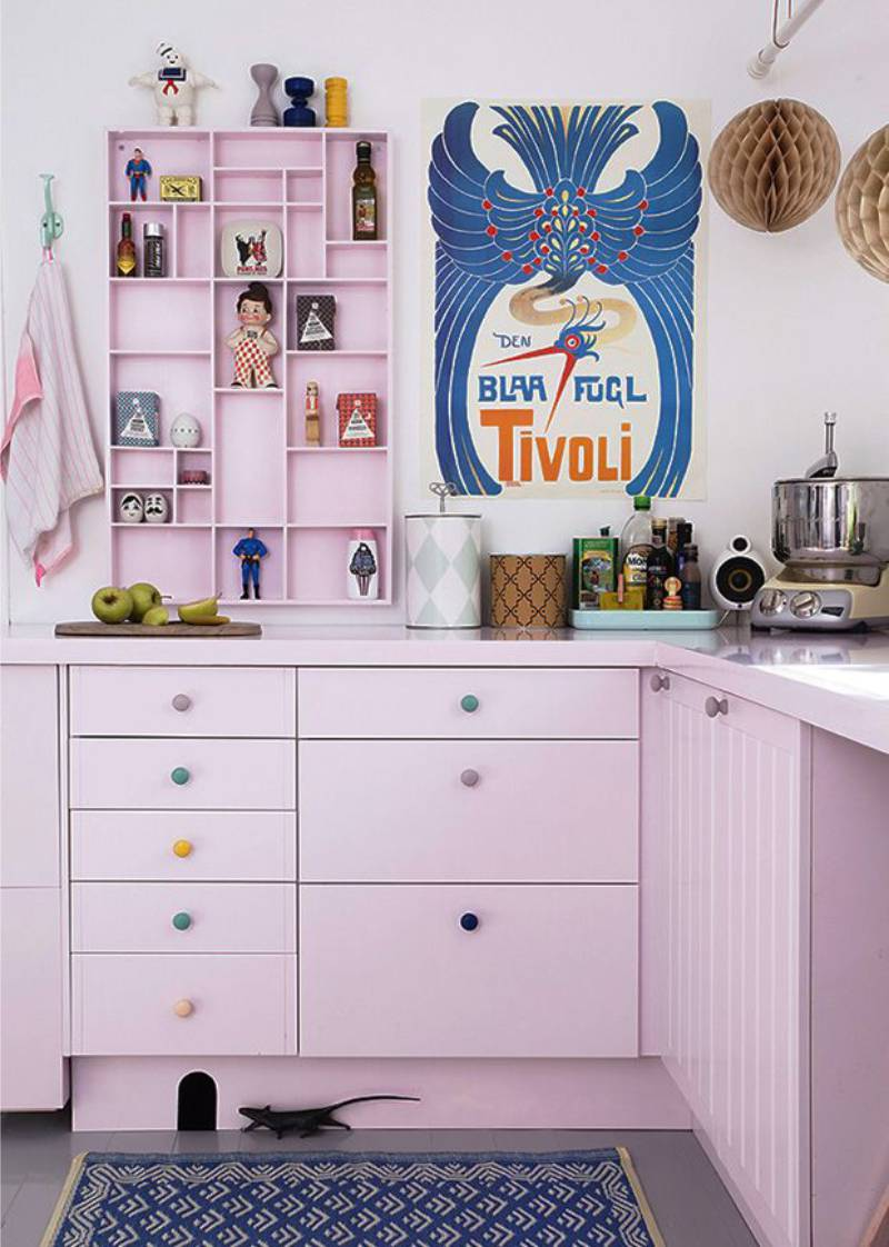 Dapur lilac dalam gaya seni pop