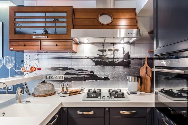 Sötét kék konyha tengeri stílusban