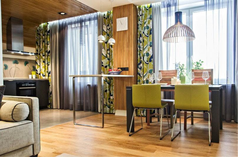Plafond en bois à l'intérieur de la cuisine dans le style japonais