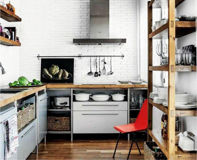 Rack egy kis konyha belsejében