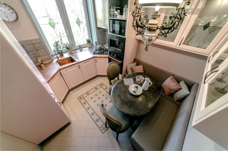 Coin cuisine à l'intérieur de la cuisine 9 carrés. mètres