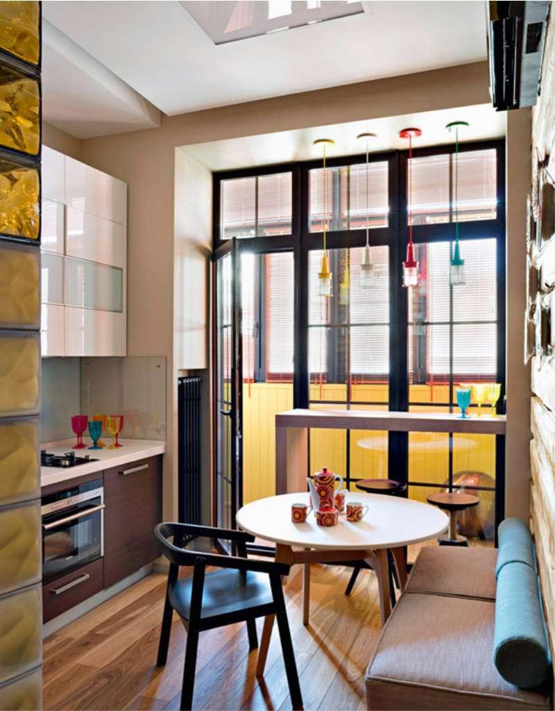 מטבח עם חלון צרפתי