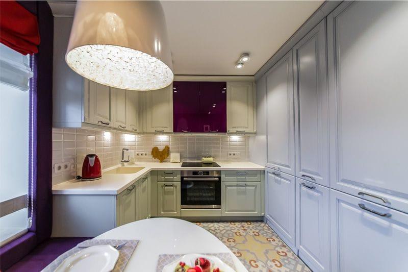 U-muotoinen keittiö 11 neliömetriä. m