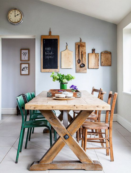 Planches en bois dans la conception de la salle à manger