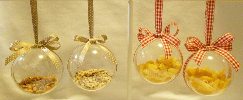 Pâtes dans des sphères en plastique