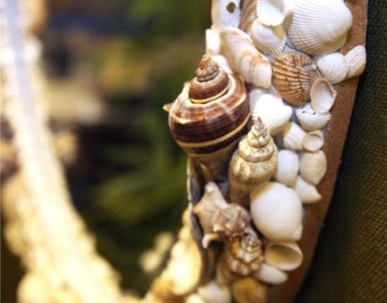 Dekoratív keret tükrözi a kagylót