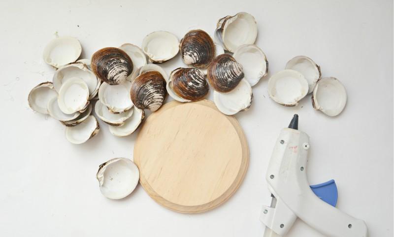 Tengeri kagylókból készült gyertyatartók gyártásához szükséges anyagok