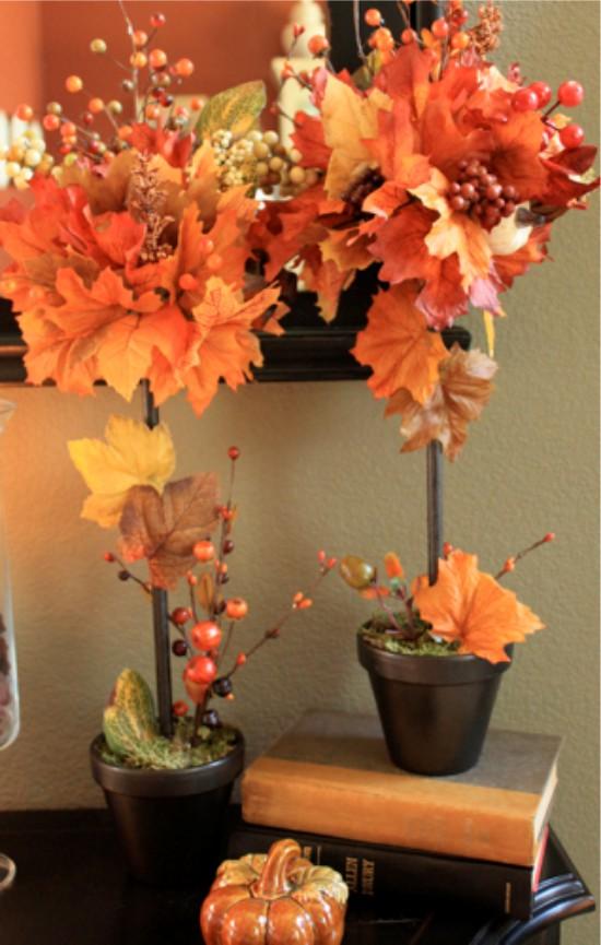 Őszi levelek és gallyak bogyókkal