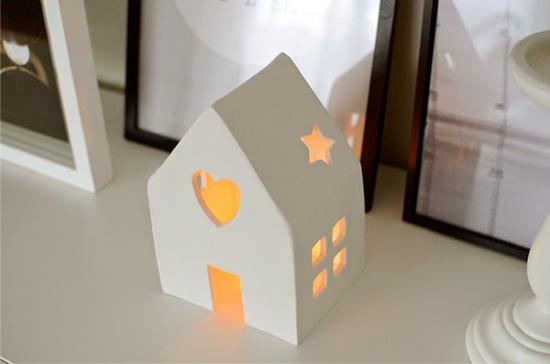 Gyertyatartó ház alakú