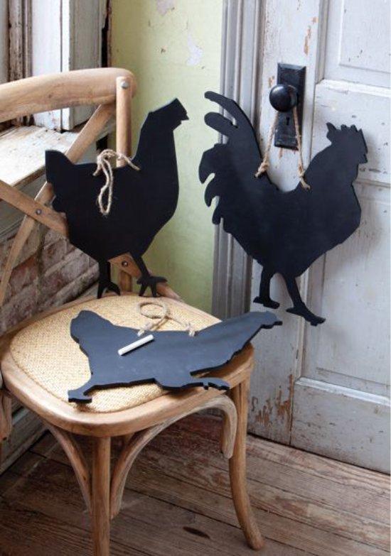 לוחות כתיבה בצורת צלליות של תרנגולות ותרנגולות