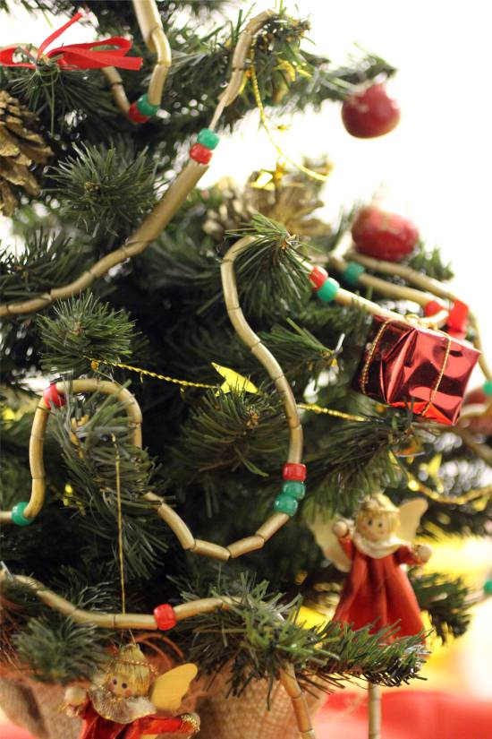 גרלנד של פסטה על עץ חג המולד