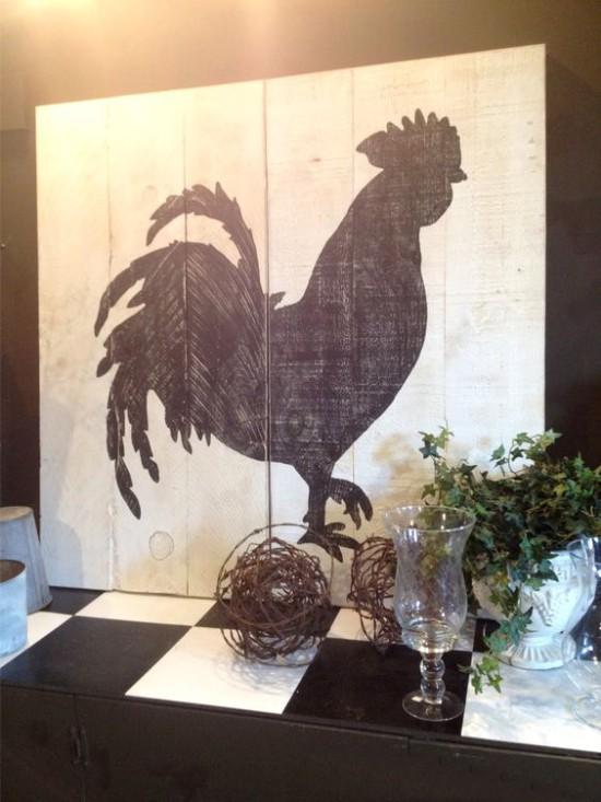 לוח עם צללית של תרנגול