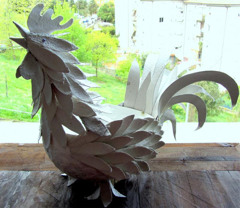 תרנגול עשוי קרטון